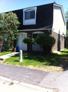 SPACIOUS 3BDRM TOWNHOUSE / CONDO END UNIT ON LAKE RD