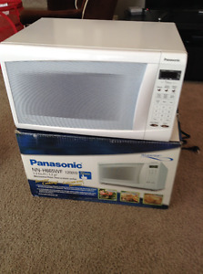 Panasonic Genius Inverter 1200W microwave oven white