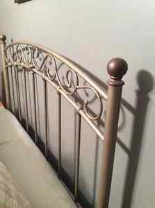 FOR SALE TWIN SIZE HEADBOARD Stratford Kitchener Area image 1