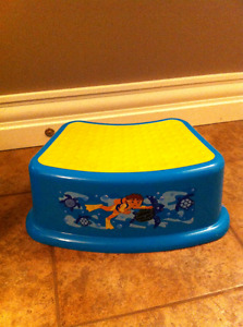 DIEGO FOOT STOOL AND NUBY STOOL 4 SALE. NEW  COND