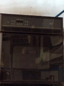 Frigidaire Gallery Self Cleaning Convection Wall Oven (27 inch)