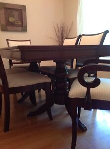 Dining Room Set with lighted. Buffet & Hutch