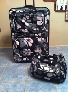 Wheeled Luggage / Suitcase with matching carry-on tote bag