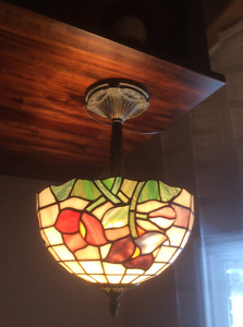 tiffeny style table lamp