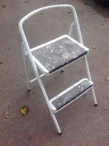 2 STEPS LADDER - USED BUT SOLID !