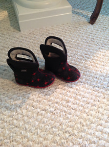 BOGGS toddler boots size 5