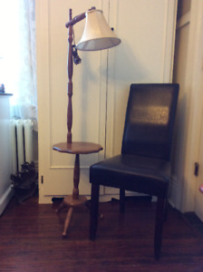 VINTAGE WOOD BRIDGE LAMP WITH ATTACHED TABLE & ORIGINAL SHADE
