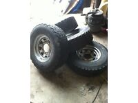 Land rover defender off-road wheels and tyres