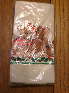CUTE DINNER NAPKINS ARE FESTIVE AND COLLECTIBLE