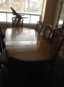 SOLID WOOD DININGROOM SET- WILL SELL PIECES SEPARATELY West Island Greater Montréal image 6