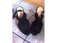 Peep toe size 6 heels