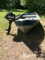 12 ft ALUMINUM FISHING BOAT WITH OUTBOARD MOTOR.
