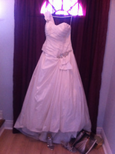 IVORY WEDDING DRESS, SIZE 14
