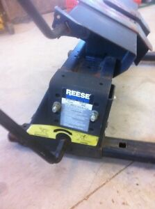 Reese sliding 5th wheel hitch. Rated 15000 lbs