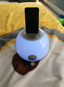 iPod 4 touch with docking station/speaker