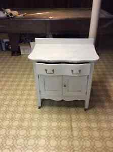 Antique water basin table
