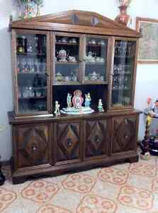 WALNUT CHINA CABINET -  VAISSELIER EN NOYER