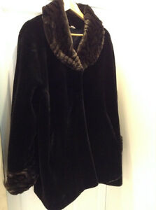"""ELEGANT FAUX FUR COAT 3/4 LENGTH LIKE NEW! SIZE XL FROM """"CLEO"""" West Island Greater Montréal image 1"""