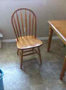 Wooden table and four chair London Ontario image 2