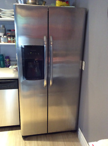 "STAINLESS STEEL 33""W  FRIDGE WITH ICE MAKER AND WATER DISPENSER"