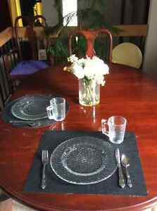 Dining table with 6 chairs, and 1 leaf