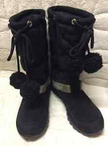 Coach Black Signature and Suede Snow Boots - Ladies Size 5