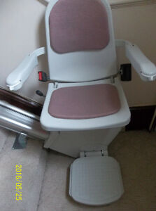 ACORN & SAVARIA RIGHT HAND SIDE STAIR LIFTS