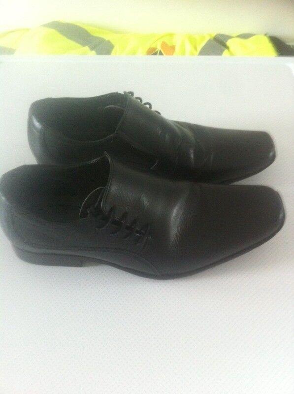 Boys/ men's shoes size 6