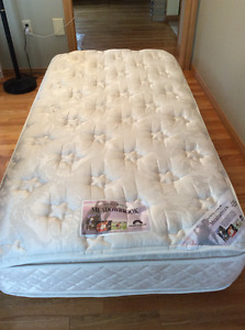 Nearly New TWIN double pillow top mattress