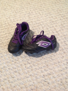 Lotto Soccer shoes in kids size 10