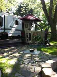 32 Foot Montana 5th Wheel - 3 tip outs Stratford Kitchener Area image 8