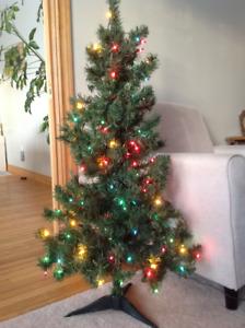 4 foot pre-lit Christmas Tree