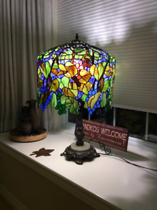 Tiffany Grape Vine Reproduction Lamp - Stained Glass