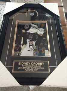 2016 Sidney Crosby signed puck and Stanley cup photo