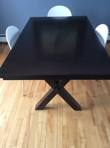 Espresso dining table dark wood very stylish - chairs not inc