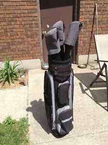 Set of ladies golf clubs, right handed, with bag