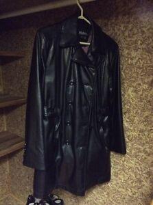 Manteau en similicuir noir