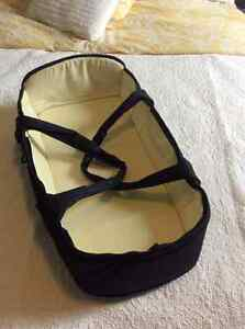 Universal baby cocoon carrycot
