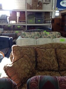 Couches and chairs Windsor Region Ontario image 3