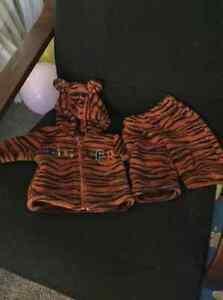 / baby snowsuit 0 to3 month $10 Regina Regina Area image 1