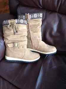Size 10 stylish woman's winter boots London Ontario image 1