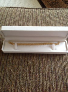 Gorgeous 14KT gold bracelet brand new beautiful style