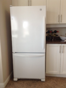 Refrigerator 19 Cubic Feet -Excellent Condition-Bottom Freezer