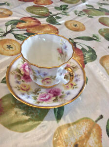 Vintage Queen's English Fine Bone China tea cup