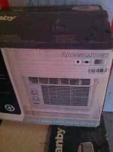 Air climatisé DANBY FLAMBANT NEUF !! 5000 btu