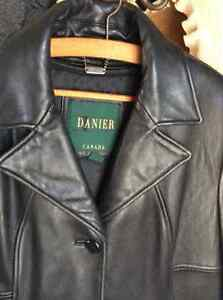 Danier black leather coat XL- removable lining Kitchener / Waterloo Kitchener Area image 3