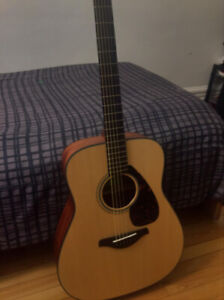 Selling Yamaha Fg800M Acoustic guitar Mint Condition