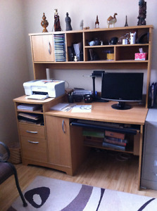 Meuble d'ordinateur, classement et rangement