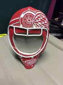 Detroit Red Wings goalie mask frame
