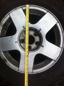 VW Golf Alloys x 4 : Fitted tyres